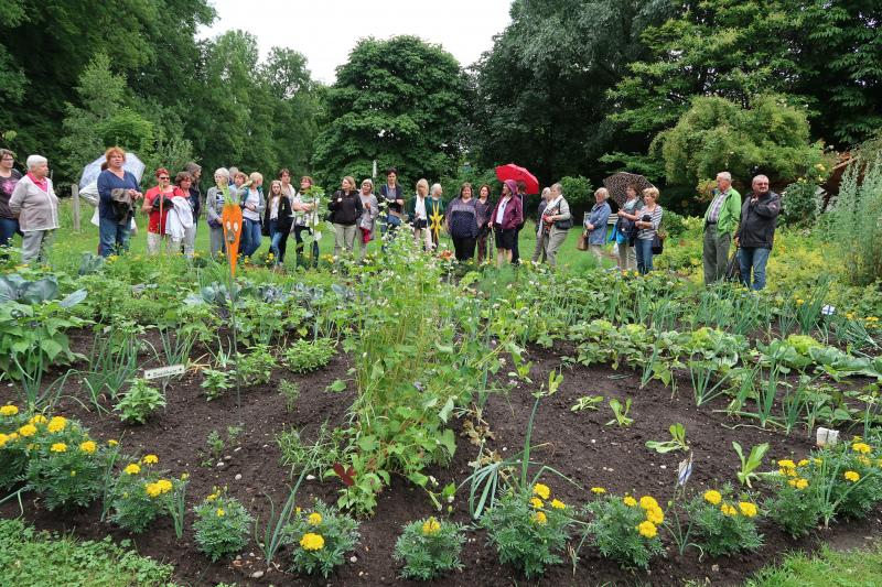 59_Im Bauerngarten von Frau Preisinger